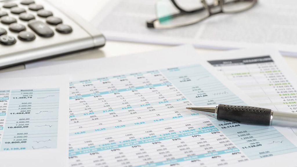 経理関係書類・帳簿・取引関係書類で保存方法が異なります
